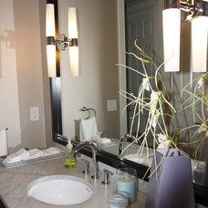 Bathroom by Grainda Builders, Inc.