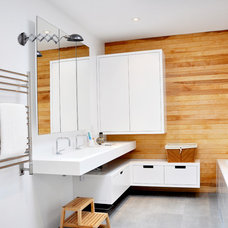 Modern Bathroom by Bipède