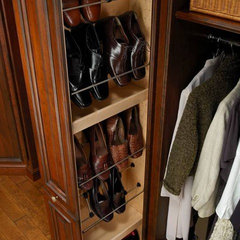 traditional closet by Cabinet Innovations