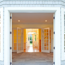 Traditional Entry by Hood Herring Architecture Pllp