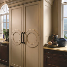 Traditional Kitchen Cabinetry by Heart of the Home Kitchens LLC