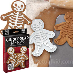 Gingerdead Men Cookie Cutter - Oh, I do love a good pun! No doubt these Gingerdead Men are tasty too.