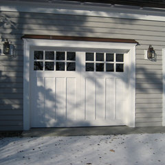 traditional garage doors by CJ Riley Builder Inc.