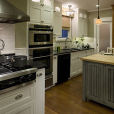 Traditional Kitchen by AND Interior Design Studio