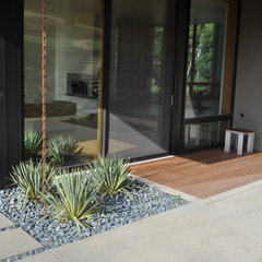modern landscape by Huettl Landscape Architecture