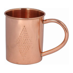 Custom Copper Mugs, LLC - Copper Mug with Diamond Etching - Our Moscow Mule Mugs are constructed of 100% pure copper. We apply a food-safe lacquer that resists tarnishing for lasting beauty and luster. The mug of choice when serving the infamous Moscow Mule--a cocktail made from a blend of vodka, ginger beer, and lime juice. The copper mug enhances the flavor and keeps the drink colder, longer.