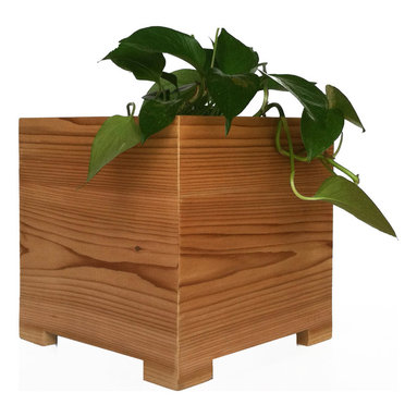 NMN Designs - Mod Cedar Planter, Small - Constructed in the U.S.A. from 100% American Cedar and recycled plastic lumber, as eco-friendly as it is stunning. High grade cedar provides a gorgeous, natural finish which plays beautifully against the sleek, modern design of the planter. The bottom panel composed of recycled plastic to avoid leaks, warps and splits. Drainage hole on bottom. Indoor and outdoor friendly.