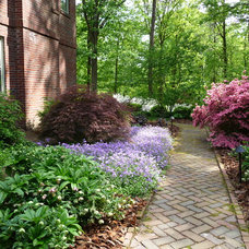 Traditional Landscape by Gardens by Monit, llc
