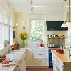 White Kitchen Decorating Ideas: A Kitchen Built for Comfort