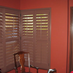 Kitchen Roman Shade and Diningroom Shutters - These beautiful faux wood shutters were stained to match the existing doorway next to them. This corner application turned out great!