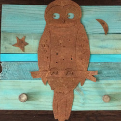 barnyard owl (rusted steel) on turquoise frame - Made out of rusted steel, mounted on a painted reclaimed wood frame. Each piece is unique and will slightly vary from the picture depending on the wood's look.