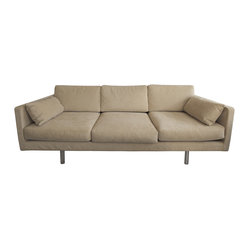 Erik Jorgensen - Consigned Erik Jorgensen Sofa - Erik Jorgensen fully captured this couch design as a flexible and dynamic approach to modern comfort. Gently used and in excellent condition, this aesthetically pleasing couch features a neutral palette with bottom, side and back cushions, providing your most fussy guests and family with ultimate comfort.
