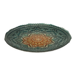 iMax - Ravenna Glass Charger - Perfect for any occasion, the Ravenna glass serving bowl is food safe and can be used to serve a favorite dish or to display a variety of materials.