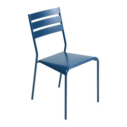 Fermob - Facto Side Chair - This modern outdoor chair offers a great way to relax in any outdoor space. Perfect for eating and drinking in the sun, or just chatting with others in a comfortable environment. It is stackable and comes in many beautiful colors.