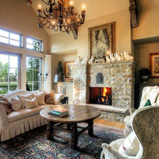 Traditional Living Room by Syringa Realty