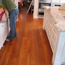 Traditional  Kitchen - continuity of finishes