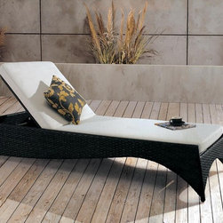Cimini Hills Rattan Sun Bed - A great addition to your outdoor decor, the Cimini Hills Rattan Sun Bed boasts the perfect combination of beauty and comfort, which you will surely enjoy for years to come.