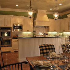 Traditional Kitchen by Mizell & Moore Interiors Dallas