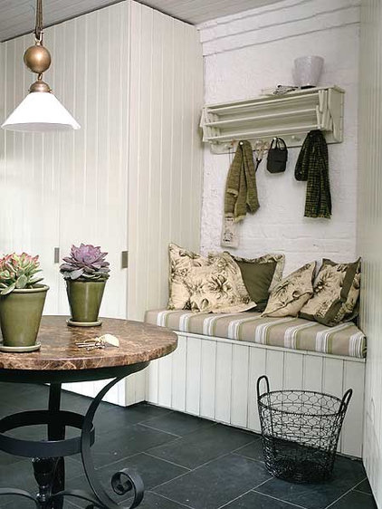 Mudroom Bench - MyHomeIdeas.com