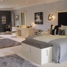 Modern Bedroom by Art of Interiors