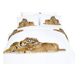 Dolce Mela - Safari Themed Bedding Duvet Cover Set Dolce Mela DM483, Twin - Bring happiness and youth in your bedroom with the beauty of the Devotion bedding design. The vivid print of the baby tiger and lion showing their affection will transform your bedroom into magical safari scenery.