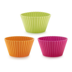 Lekue Big Muffin Cups - Easy and practical  The Lekue Big muffin cups are ideal for making delicious buns or canapes.  They are flexible  non-stick and easily cleaned.  Re-usable and ecological  they replace paper or aluminum throw-away cups.  Set includes 6 cups.Product Features                                   Easy release muffin cups            Fun  large size allows you to create many different types of treats            Replaces aluminum and paper cupcake liners            Versatile... suitable for oven  microwave  freezer  fridge and dishwasher            Easy to unmold