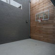 Modern Home Gym by IwamotoScott Architecture