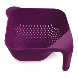 Joseph Joseph - Square Colander, Eggplant, Large - This ergonomic colander has several unique features. Firstly, the single vertical handle ensures it remains upright and stable if placed in a sink and, when held, leaves one hand free for operating the tap. Secondly, its square corners make emptying rinsed food much easier and more precise. Lastly, its vertical drainage holes allow liquids to drain away quickly and efficiently and its square shape makes for efficient storage.