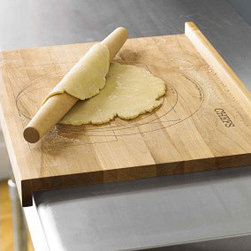 Size-marked Pastry Board - Roll out those biscuits and pie crust with love on this hearty board.