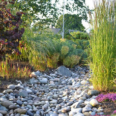 Eclectic Landscape by Easton Landscape Design and Installation