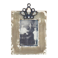 Zentique - Wood Photo Frame - Variation 2 - In a sea of plain old picture frames, this shabby chic design truly steals the show. A touch of rustic glamour goes a long way to complement your favorite family photo. Now you just need to find the perfect spot to showcase this eclectic treasure in your home.