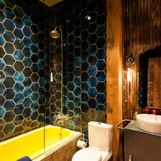 Industrial Bathroom by Beyond Beige Interior Design Inc.