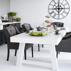 contemporary dining tables by HUISSTYLING