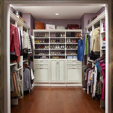 How to Make Your Walk-In Closet Resemble a Chic Boutique : Rooms : Home & Garden