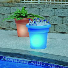 outdoor planters by BackyardCity