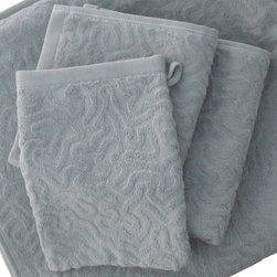 Strigosa 3 Piece Set - Gull Gray - Diploria Strigosa, also known as Brain Coral, features a maze of twisting, turning walls and valleys that symbolize the complex labyrinth of the human brain. This ultra plush 3 piece set features a wash cloth, hand towel and bath towel and is crafted from 100% organic cotton in a beautiful Gull Grey hue that exudes an opulent feel. Place them thoughtfully in a basket for use in a guest bathroom, or use them everyday and bask in the luxuriousness of Affina.