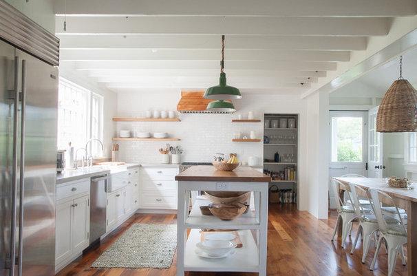 Beach Style Kitchen by allee architecture + design, llc
