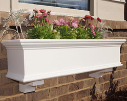 Traditional Window Boxes - At Flower Window Boxes we are helping to transform the window box industry as your affordable no rot solution to window box gardening. Our Traditional window boxes are made from a no rot PVC material that looks, paints, and feels identical to wood. Get the look of wood and avoid all the maintenance. Benefits include: