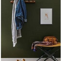 Thorn Wall Hook Room -