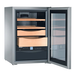 XS 200 - Liebherr's approach to refrigeration in their entire product line is to provide ideal conditions for food. The humidor is no exception. The innovative MagicEye system offers precise control to ensure a proper balance of temperature and humidity, which is so important for the optimal storage of fine cigars.