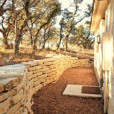 Farmhouse  by Bonterra Building & Design
