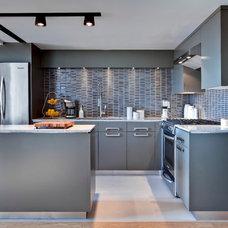 Modern Kitchen by Beauparlant Design inc