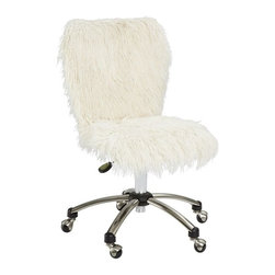 Ivory Furlicious Airgo Chair - When I first saw this shaggy chair, I thought it was ingenious and also a great idea for a future DIY!