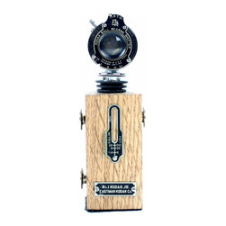 Collectable Steampunk Wine Bottle Stopper with Stand - Vintage No1 Kodak JR Fold - This unique Wine Bottle Stopper helps preserve wine in an opened bottle ensuring that the flavors and quality of your wine last longer. As a part of the stylish selection offered by LightAndTimeArt, this product makes a great gift for any wine lover and photo enthusiast.