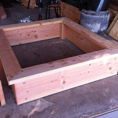 Wooden Garden Accesories - Raised garden beds are perfect for gardening in small spaces, rentals, or paved areas.  They reduce the need to weed and promote healthy, easily accesible vegetables.