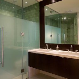Contemporary Bathroom Design Remodels - Browse photos of experts Contemporary Bathroom pictures of bathroom design ideas and bathroom remodels. The very best in interior design and home improvement.