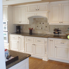 Traditional  by Frontier Cabinets, Inc.