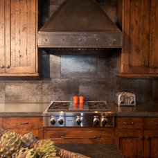 Rustic Kitchen by Manomin Resawn Timbers