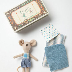 Little Boy Mouse in a Box - What child doesn't love stories about mice and their creative use of everyday items? Now they can act out - or better yet - create the stories themselves.