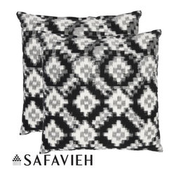 Safavieh - Deco 18-inch Black/ White Decorative Pillows (Set of 2) - With a fresh, contemporary, eye-catching pattern, these decorative pillows are a lovely addition to any decor. These throw pillows feature a black and white modern design with a handwoven cotton cover.